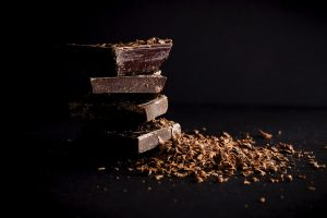 איך מכינים בבית שוקולד מריר בריא?